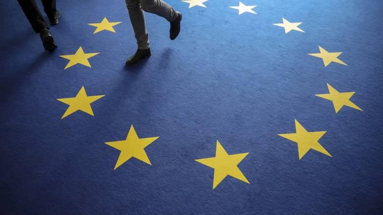 Στην ΕΚΤ ερίζουν, στις Βρυξέλλες εθελοτυφλούν και η οικονομία παραπαίει