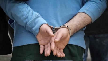 Κύκλωμα παράνομων υιοθεσιών: Ελεύθεροι με περιοριστικούς όρους οι πρώτοι έξι κατηγορούμενοι