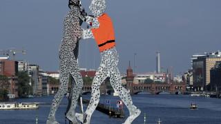 Der Spiegel: Αυξάνεται συνεχώς ο αριθμός των μεταναστών στη Γερμανία χωρίς δικαίωμα παραμονής