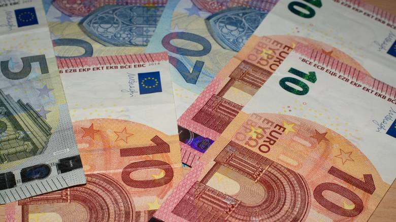 ΟΠΕΚΑ: Ποιες μητέρες δικαιούνται επίδομα 1.000 ευρώ