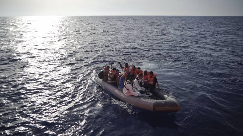Πλεούμενο με 50 επιβάτες ανετράπη στα ανοικτά των ακτών της Λιβύης