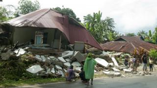 Σεισμός Ινδονησία: Στους 30 οι νεκροί - Τουλάχιστον 25.000 άνθρωποι εγκατέλειψαν τα σπίτια τους