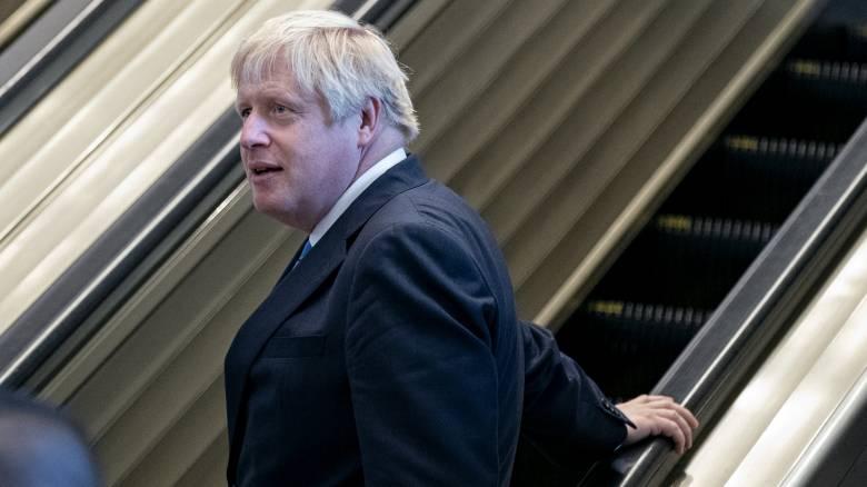 Τζόνσον: Δεν θα παραιτηθώ για να αποφύγω την καθυστέρηση του Brexit