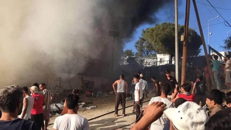 Χάος στη Μόρια: Στη Μυτιλήνη μεταβαίνουν ο αρχηγός της ΕΛ.ΑΣ. και ο γ.γ. Μεταναστευτικής Πολιτικής