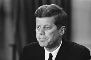 1962, Ουάσινγκτον. Ο Πρόεδρος Τζον Φ. Κένεντι σε εθνική τηλεοπτική και ραδιοφωνική του δήλωση, είπε ότι ο Αφροαμερικανός Τζέιμς Μέρεντιθ εγγράφηκε στο Πανεπιστήμιο του Μισισιπή, σύμφωνα με την εντολή του ομοσπονδιακού δικαστηρίου. Ο Αμερικανός Πρόεδρος απ