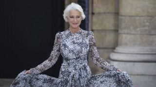 «Helen the Great»: Η Έλεν Μίρεν στο κόκκινο χαλί με αυτοκρατορική μεγαλοπρέπεια