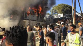 Πρόεδρος πυροσβεστών: Εμπρησμός από τους ίδιους τους μετανάστες η φωτιά στη Μόρια