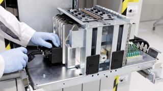 Αυτοκίνητο: Πώς κατασκευάζονται οι μπαταρίες των ηλεκτρικών αυτοκινήτων