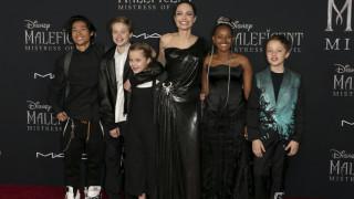 Αντζελίνα Τζολί: Σε πρεμιέρα στο Λος Άντζελες με πέντε από τα έξι παιδιά της