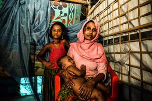 Η Μουμτάζ Μπεγκούμ, 32 ετών, επέζησε από τη σφαγή στο Τούλα Τόλι, όπου εκατοντάδες άντρες, γυναίκες και παιδιά Ροχίνγκια βιάστηκαν  και δολοφονήθηκαν στις 30 Αυγούστου 2017. Η Μουμτάζ είχε τρία αγόρια, τον Μοχαμάντ Οτμάν, 11 ετών, τον Μοχαμάντ Σαντίκ, 5 ε