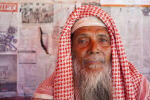 Ο Σογιούντ Χουσαΐν είναι γύρω στα 70 και ζει στον καταυλισμό του Κουτούπαλονγκ. «Είμαι τέσσερα χρόνια εδώ. Όλη η οικογένειά μου είναι εδώ. Είχα δύο γιους: ο στρατός της Μιανμάρ απήγαγε και σκότωσε τον έναν πριν από δύο χρόνια, ο άλλος είναι εδώ. Δεν μας ε
