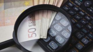 Χρέη προς το Δημόσιο: Νέα «πάγια» ρύθμιση για την αποδέσμευση των τραπεζικών λογαριασμών