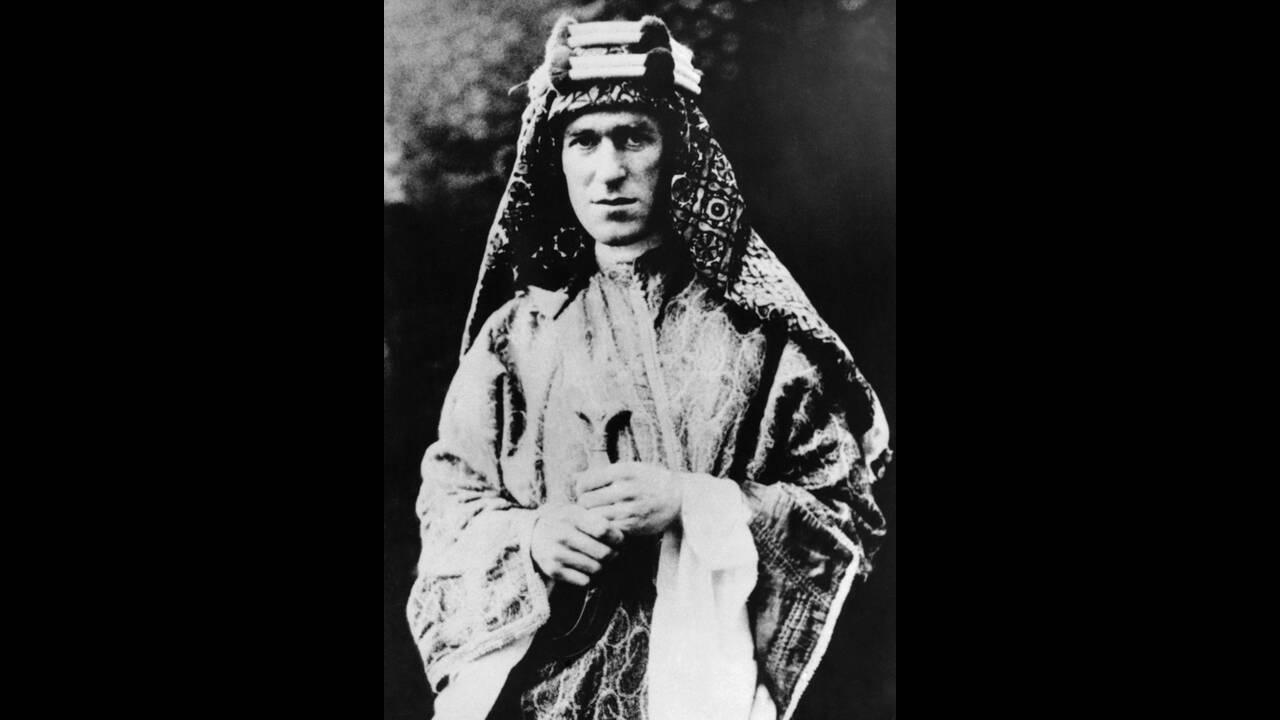 """1928, Αφγανιστάν. Ο Συνταγματάρχης Τ.Ε. Λόρενς, γνωστός και ως """"Λόρενς της Αραβίας"""", βρίσκεται στο Αφγανιστάν ως απεσταλμένος της βρετανικής κυβέρνησης."""