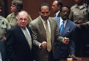 1995, Λος Άντζελες. Η αντίδραση του Ο-Τζέι Σίμσον στην απόφαση του δικαστηρίου που τον έκρινε αθώο για τη δολοφονία της πρώην συζύγου του Νικόλ Μπράουν Σίμσον και του φίλου της, Ρον Γκόλντμαν