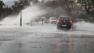 Προβλήματα από την κακοκαιρία στην Κέρκυρα: Δεμένα πλοία και πλημμύρες