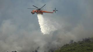 Πυρκαγιά στον Βαρνάβα – Κοντά σε σπίτια οι φλόγες