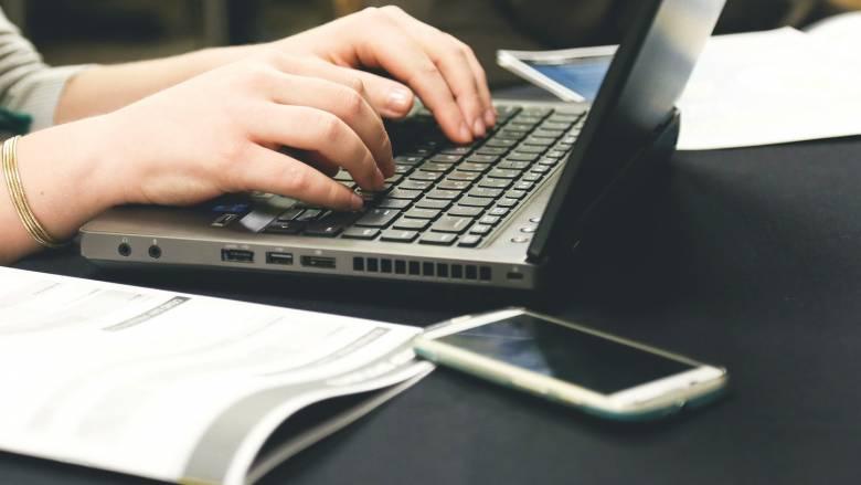 Σύλληψη άνδρα για απάτες μέσω διαδικτύου: Πουλούσε ακριβά κινητά «μαϊμού» ως γνήσια