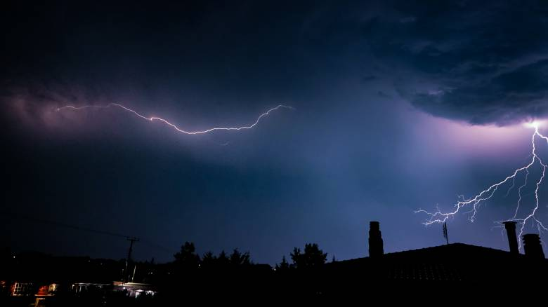 Κακοκαιρία: 7.000 κεραυνοί σε μια ημέρα - Δείτε την πορεία της καταιγίδας στην Αττική