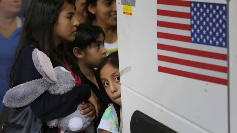 «Κανείς άνθρωπος λαθραίος»: Η Νέα Υόρκη απαγορεύει τη λέξη «λαθρομετανάστης»