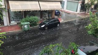 Η κακοκαιρία «χτύπησε» την Αθήνα: Έντονη χαλαζόπτωση