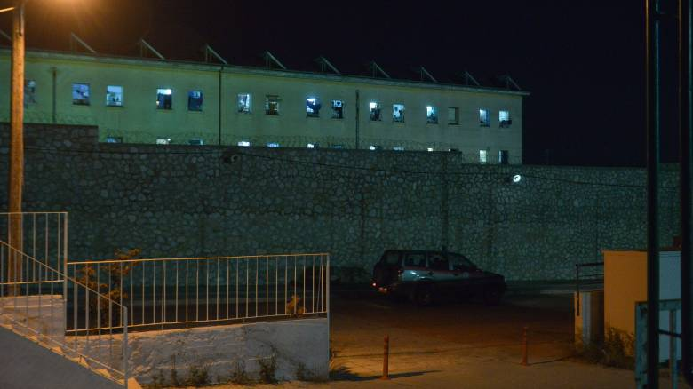 Κορυδαλλός: Μητέρα κρατούμενου προσπάθησε να περάσει ναρκωτικά μέσα σε... σουβλάκια