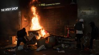Νύχτα βίας στο Χονγκ Κονγκ: 14χρονος τραυματίστηκε από αστυνομικά πυρά