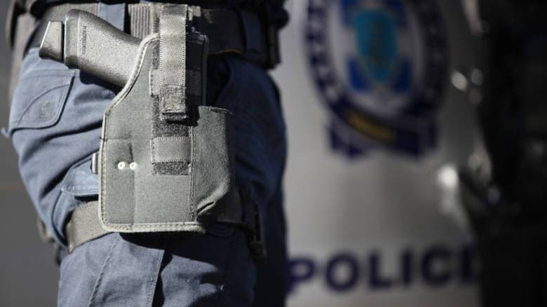 Διέρρηξαν αυτοκίνητο αστυνομικού στο κέντρο της Αθήνας: Έκλεψαν σφαίρες και χειροπέδες