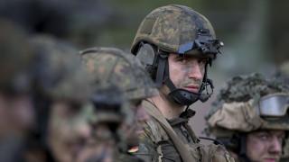 Το ΝΑΤΟ «πιάνει στα πράσα» τους στρατιώτες του μέσω… Tinder