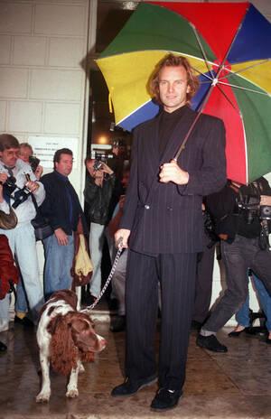 1987, Λονδίνο. Ο Στινγκ με το κόκερ σπάνιελ του, που λέγεται Ουίλιαμ, στο Λονδίνο.