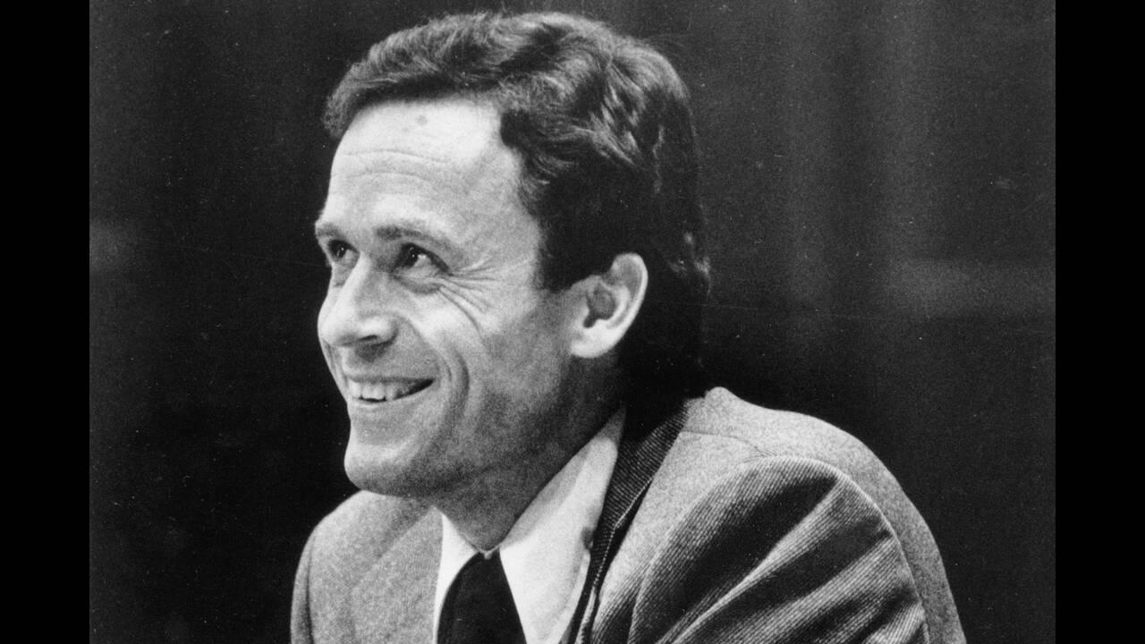 Ο Theodore Bundy, που έδρασε στις HΠΑ,  δολοφόνησε τουλάχιστον 36 γυναίκες και τη δεκαετία του '70, το όνομά του προκαλούσε ρίγη στην αμερικανική κοινωνία. Ο Bundy, που αποτελεί «σχολή» για τους Αμερικανούς εγκληματολόγους, φέρεται να οδηγήθηκε στη δολοφο