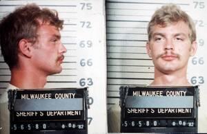 Ο Jeffrey Dahmer ομολόγησε πως σκότωσε 17 νεαρούς άνδρες και αγόρια στις ΗΠΑ. Μετά τους φόνους, ο δολοφόνος έκανε σεξ ή έτρωγε τα θύματά του ενώ σε ορισμένες περιπτώσεις προχωρούσε στον διαμελισμό τους. Το 1992 καταδικάστηκε σε ποινή φυλάκισης 957 ετών αλ