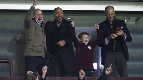 Ο 6χρονος πρίγκιπας Τζορτζ στο γήπεδο - Πανηγυρίζει τη νίκη της ομάδας του (vid)