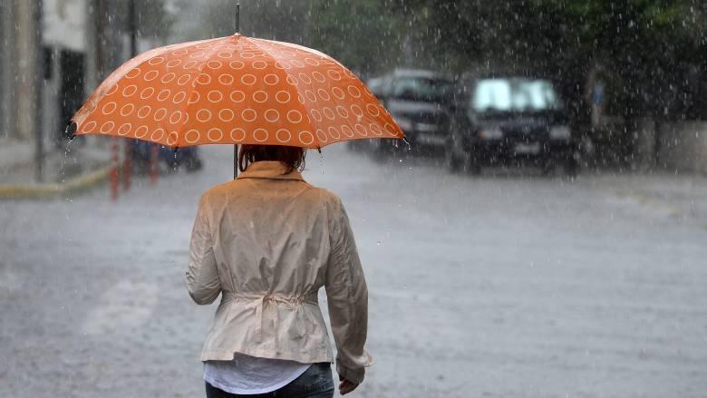 Καιρός: Καταιγίδες, ισχυρά μποφόρ και 28άρια την Τρίτη