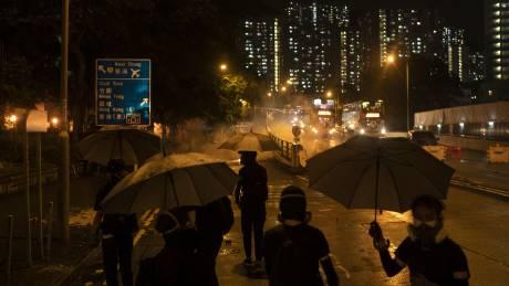 Χονγκ Κονγκ: Ταξιτζής πέφτει σε πλήθος διαδηλωτών - Σκηνές χάους