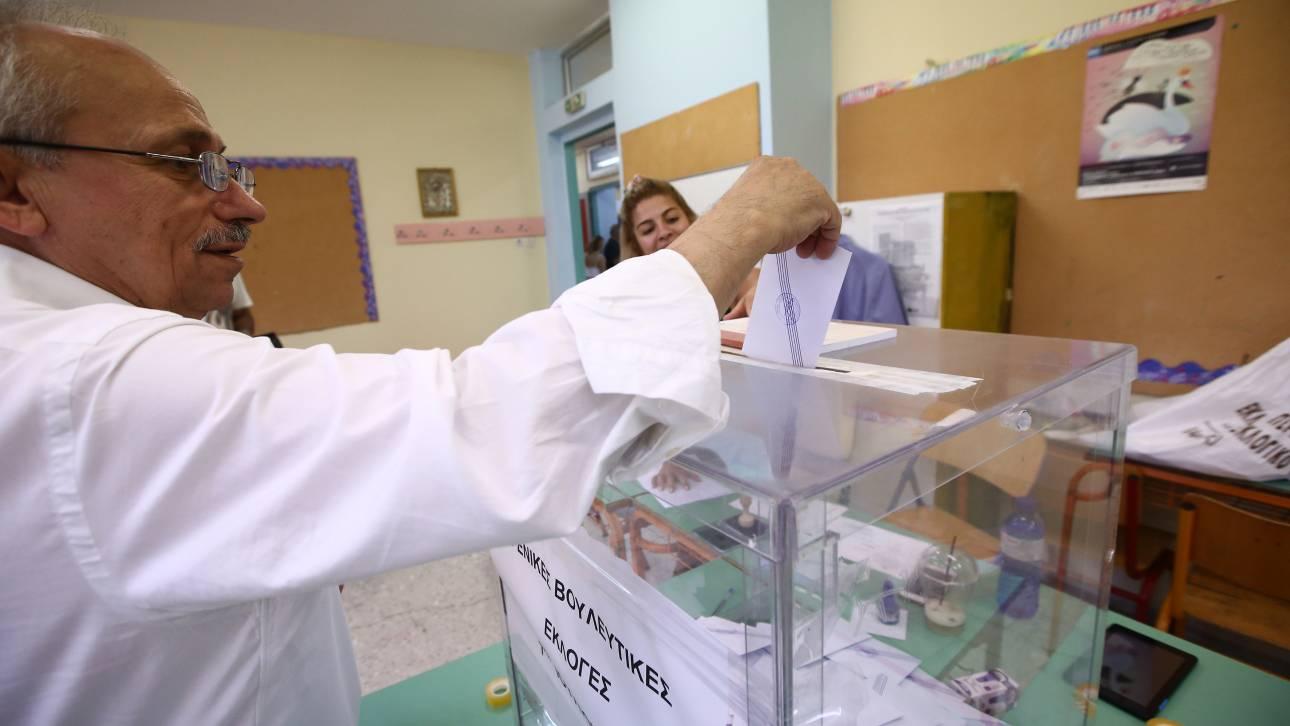Ψήφος αποδήμων: Τα τέσσερα ερωτήματα και οι διπλές πρόωρες εκλογές
