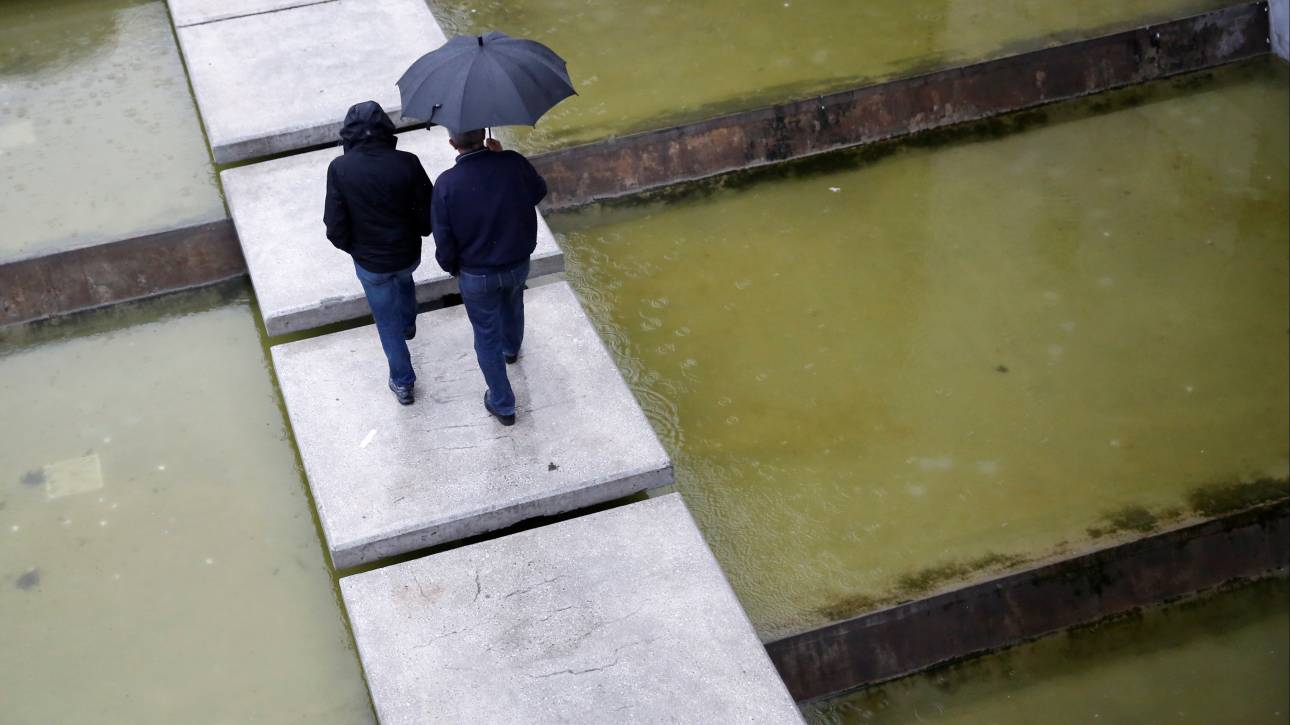 Κακοκαιρία: Ισχυρές βροχές στα ανατολικά - «Πνίγηκε» η Ζαγορά Πηλίου