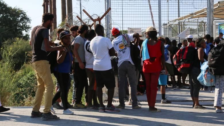 Συνεχίζονται οι μεταναστευτικές ροές στη Μυτιλήνη - 3.887 άτομα έχουν μεταφερθεί στην ενδοχώρα