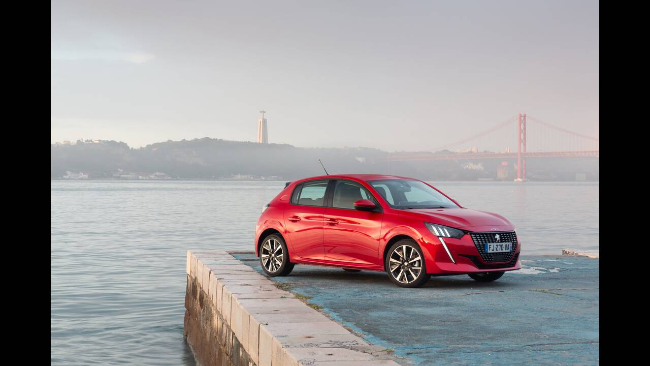 https://cdn.cnngreece.gr/media/news/2019/10/09/193299/photos/snapshot/PEUGEOT-208-13.jpg