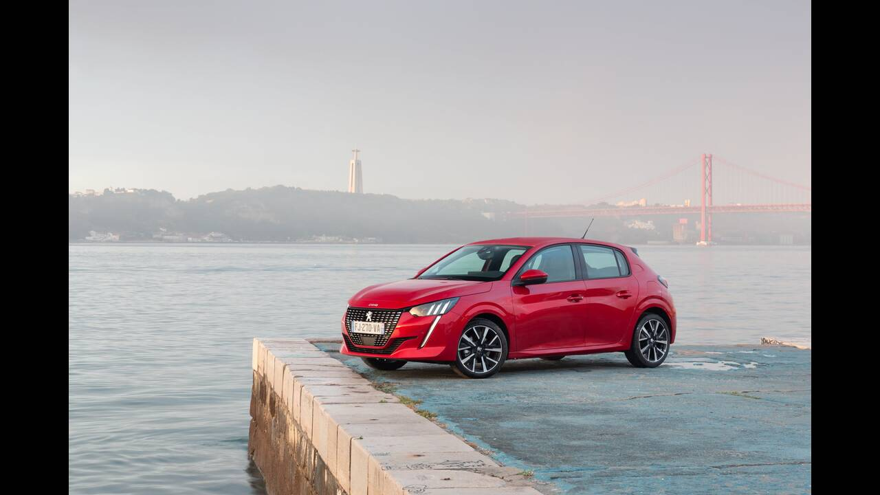 https://cdn.cnngreece.gr/media/news/2019/10/09/193299/photos/snapshot/PEUGEOT-208-14.jpg