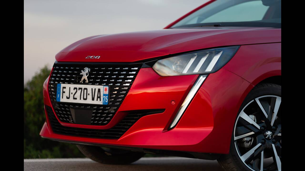 https://cdn.cnngreece.gr/media/news/2019/10/09/193299/photos/snapshot/PEUGEOT-208-20.jpg