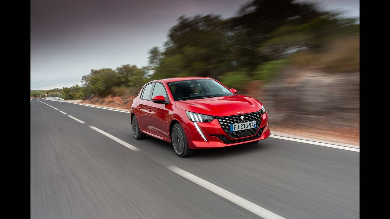 https://cdn.cnngreece.gr/media/news/2019/10/09/193299/photos/snapshot/PEUGEOT-208-4.jpg