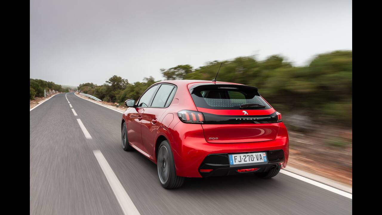 https://cdn.cnngreece.gr/media/news/2019/10/09/193299/photos/snapshot/PEUGEOT-208-7.jpg