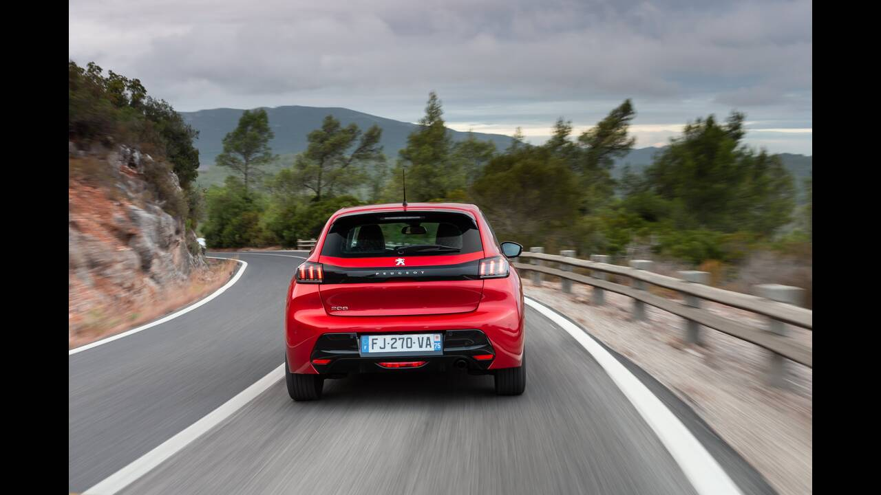 https://cdn.cnngreece.gr/media/news/2019/10/09/193299/photos/snapshot/PEUGEOT-208-8.jpg