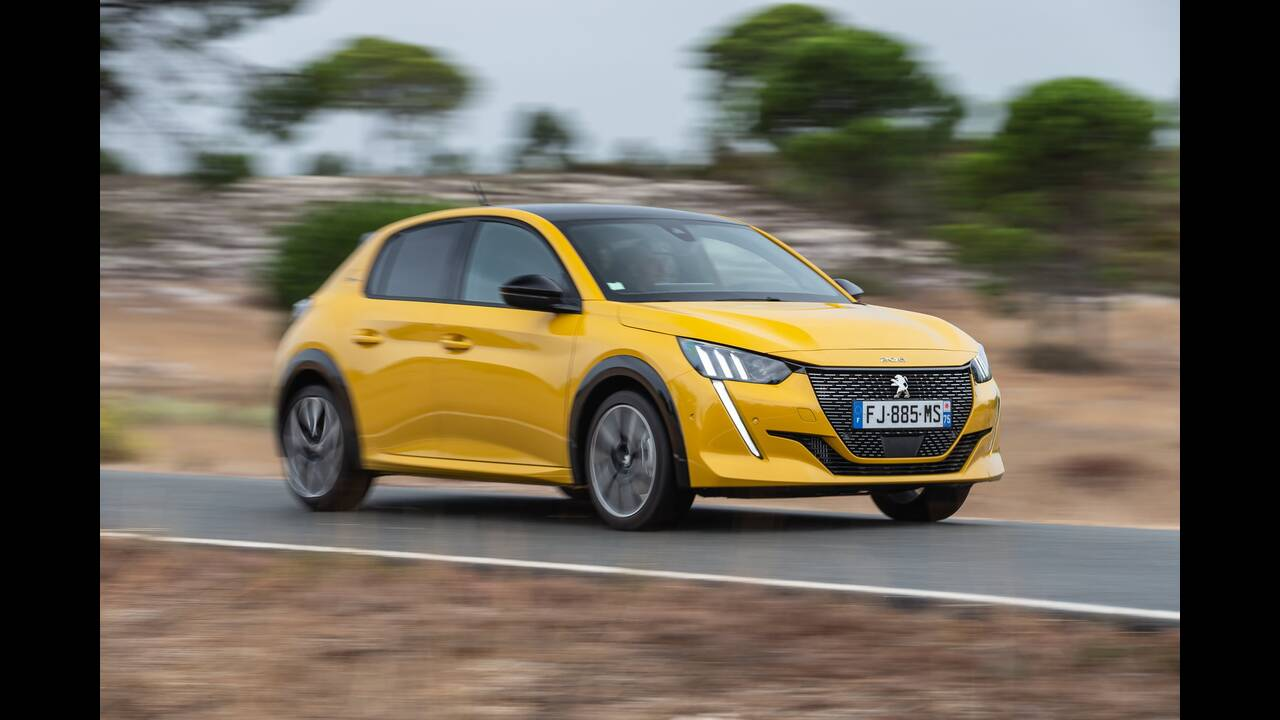 https://cdn.cnngreece.gr/media/news/2019/10/09/193299/photos/snapshot/PEUGEOT-208-GT-LINE-1.jpg