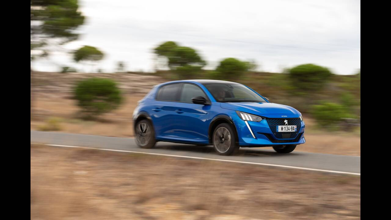 https://cdn.cnngreece.gr/media/news/2019/10/09/193299/photos/snapshot/PEUGEOT-E-208-1.jpg