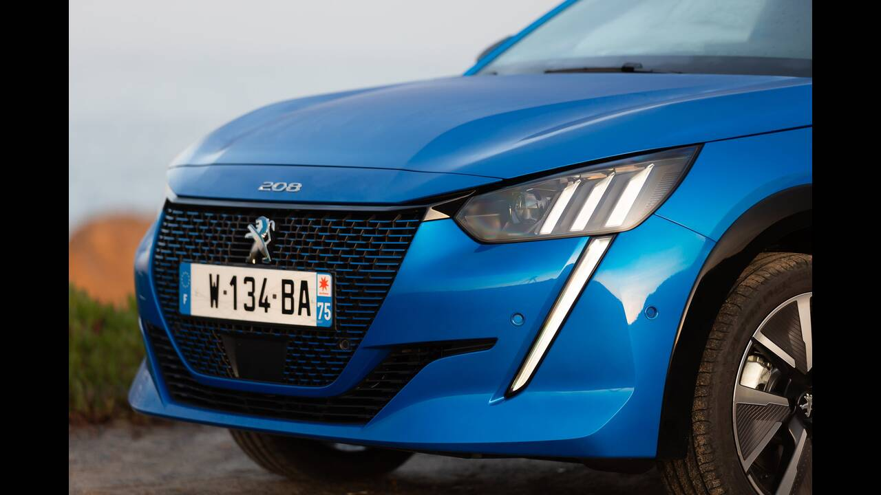 https://cdn.cnngreece.gr/media/news/2019/10/09/193299/photos/snapshot/PEUGEOT-E-208-4.jpg