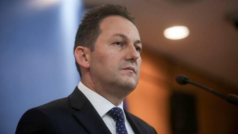 Πέτσας: Συμβολική κίνηση η απουσία των υπουργών