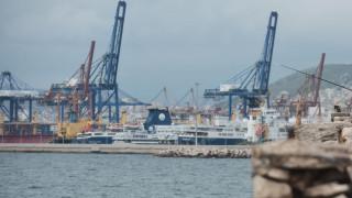 Αυτοκίνητο με έναν επιβαίνοντα έπεσε στο λιμάνι της Δραπετσώνας