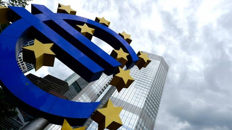 «Καμπανάκι» της ΕΚΤ για ρευστότητα και «κόκκινα» δάνεια στην Ελλάδα