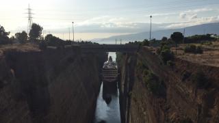 Εντυπωσιακές εικόνες: Το μεγαλύτερο πλοίο που έχει περάσει ποτέ από τη Διώρυγα της Κορίνθου
